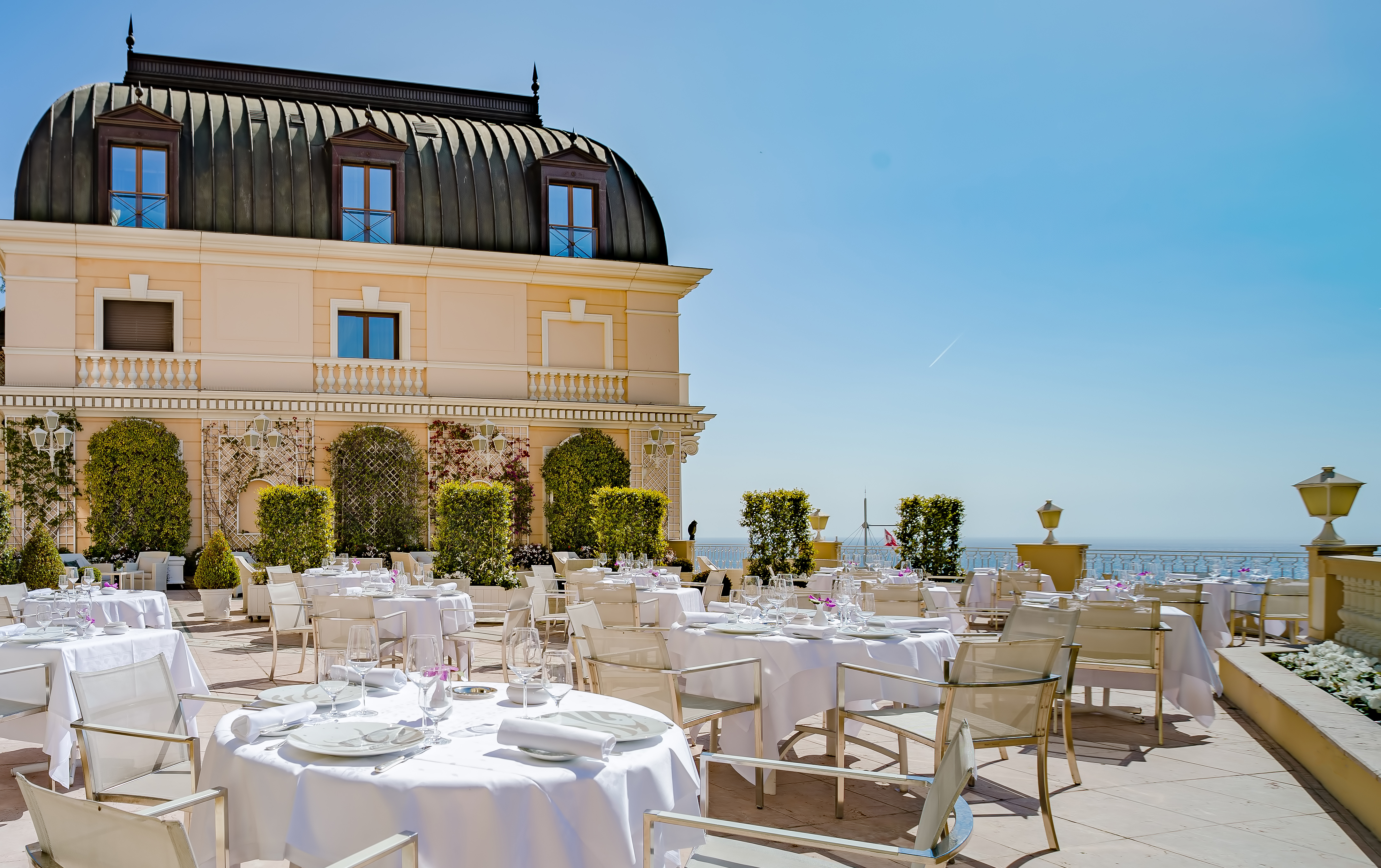 Restaurants in monaco red ivory for Hotel monaco decor