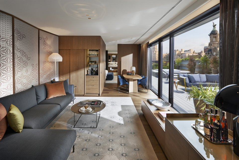 Suite Living Room 43.Mandarin Oriental Barcelona Barcelona Suite Living Room 1 960x641 - The Mandarin Oriental