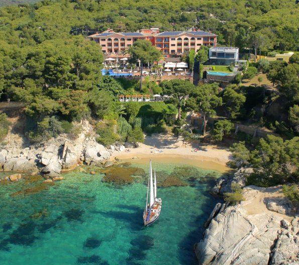 foto portada 1 cala del pi 595x528 - Hotel Sallés Cala del Pi in Costa Brava