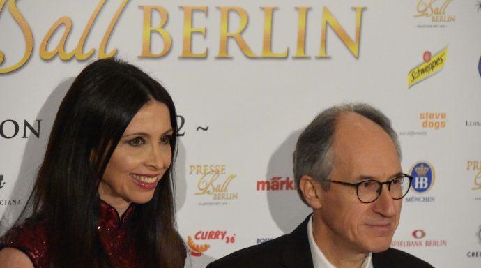 Lorena Baricalla Gerard Biard Charlie Hebdo Editor on the red carpet Presseball Berlin 2019 1 690x384 - Lorena Baricalla, Guest of Honor at the Presseball Berlin