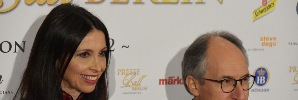 Lorena Baricalla Gerard Biard Charlie Hebdo Editor on the red carpet Presseball Berlin 2019 1 950x320 - Lorena Baricalla, Guest of Honor at the Presseball Berlin