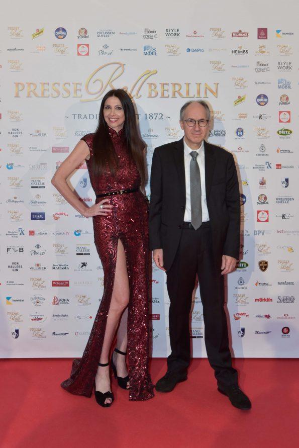 Lorena Baricalla Gerard Biard Charlie Hebdo Editor on the red carpet Presseball Berlin 2019 33 595x891 - Lorena Baricalla, Guest of Honor at the Presseball Berlin