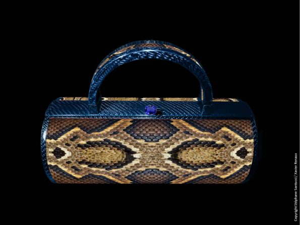 Bag vue de face Carbone Bleu Python Saphir 2 595x446 - Stéphane Santucci,  the sensuality of a luxury leather good brand