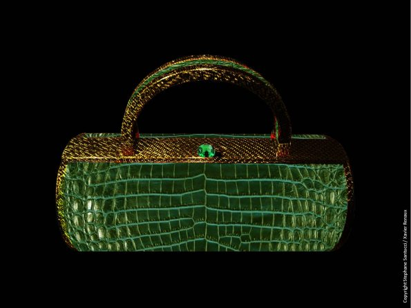 Bag vue de face Carbone Fil Or Alligator vert Emeraude 595x446 - Stéphane Santucci,  the sensuality of a luxury leather good brand