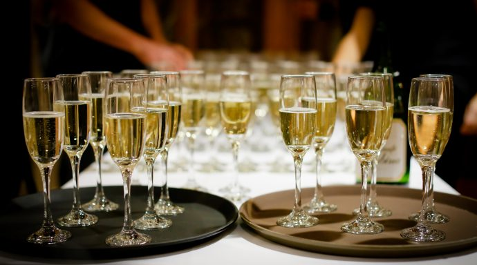 "verres champagne 690x384 - ""Only Heritage"", by Nina Vélez-Troya"