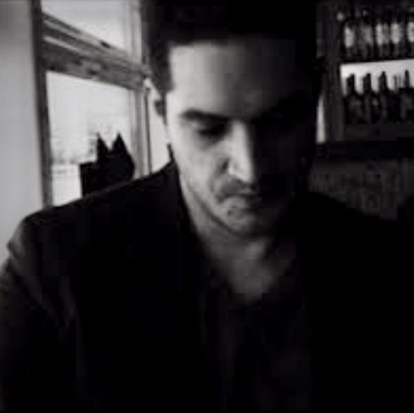 Captura de pantalla 2019 09 21 a las 17.45.41 595x594 - Robert Sequeira, self-taught artist that loves poetry