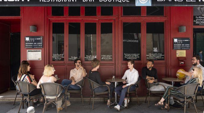 Dans le Noir   devanture restaurant lIGHT 690x384 - Edouard de Broglie, CEO & Founder of Ethik Investment and Dans Le Noir?
