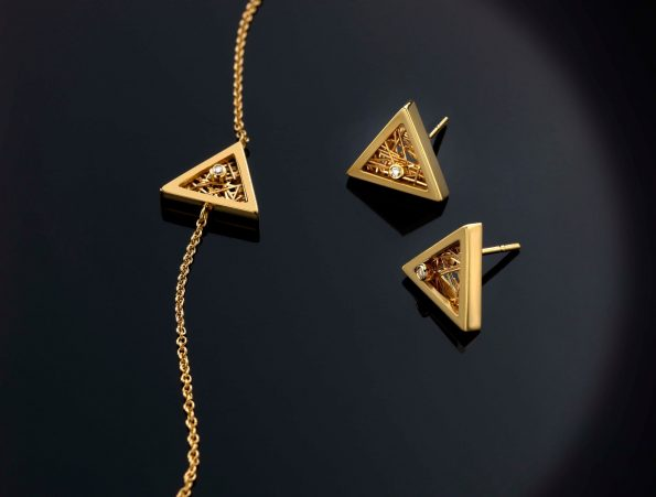 "78128465 441644939856219 3592822164094451712 n 595x451 - Anastazio Jewellery presents its new collection ""Amazing Triangles"""