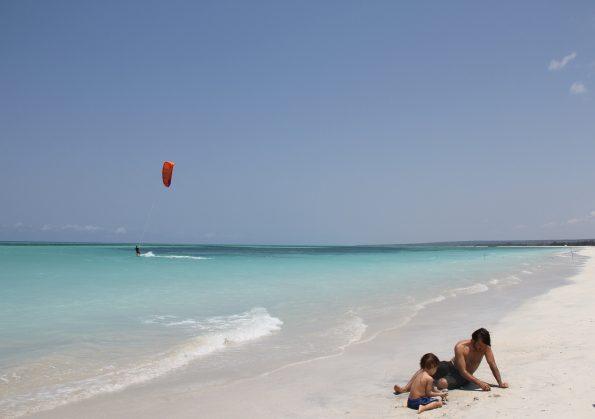 chuiba bay lodge praia 595x419 - Chuiba Bay Lodge, a private paradise in Mozambique