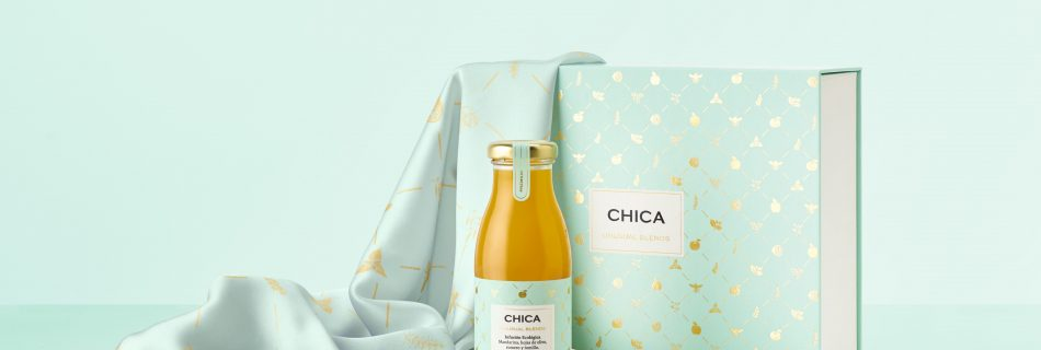 Chica pareos y pañuelos Bodegon azul min 950x320 - CHICA, the first Premium organic drink