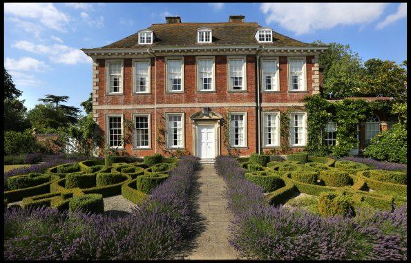 01 595x382 - Richard Miers British Garden Designer