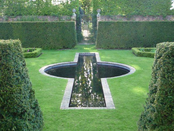 02 595x446 - Richard Miers British Garden Designer