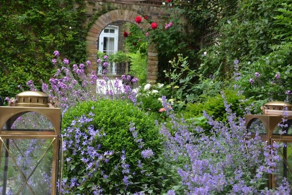05.920 Miers Brunswick 22 595x397 - Richard Miers British Garden Designer