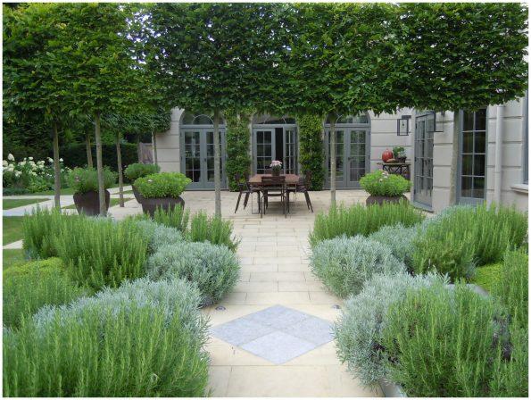 13 595x448 - Richard Miers British Garden Designer
