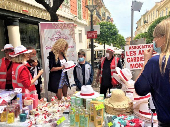 """VICTORIA ET LES ANGES STAND GRAND PRIX PANAMAS 22.05 6 595x446 - Bruna Maule Cassio, the soul of """"Les Anges Gardiens"""" de Monaco"""