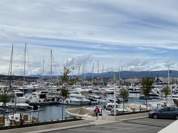 IMG 1190 595x446 - Cannes, a luxurious city that also offers charming corners