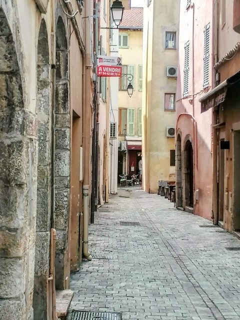 PHOTO 2021 08 29 16 11 33 480x640 - Cannes, a luxurious city that also offers charming corners