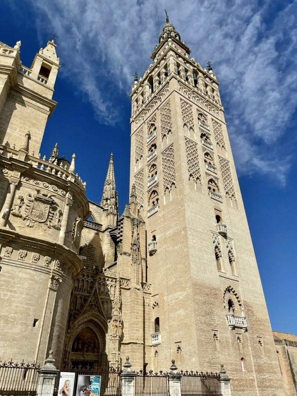 f1d5d96b 0f26 4280 b420 dbe3bd0263e0 595x793 - Seville, one of the most amazing cities in Spain